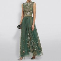Beautiful Gowns, Beautiful Outfits, Look Fashion, Womens Fashion, Fashion Design, Green Fashion, Mode Outfits, Dress Outfits, Looks Cool