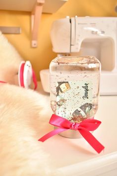 www. Voucher in snow globe - creative packaging Sweet Baby Ray, School Hair Bows, Do It Yourself Decorating, Pinwheel Bow, Gift Wraping, Randal, Kindergarten First Day, Bff Gifts, Christmas Gifts