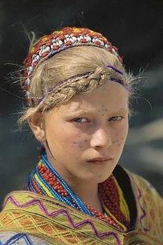 faces, Kalasha girl