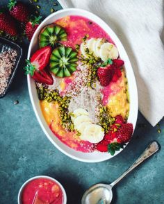 Chia Pudding flavoured with coconut & cardamom mango & strawberry purée rawnola pistachio strawberry kiwi & banana Happy Monday! After my good friend Kim @brusselsvegan 20 random facts about her I was inspired to do the same! In case you'd like to know the mysterious person behind the camera 1. I was born on the 21st December 1992 2. I've lived in New Zealand my whole life & have been living in Melbourne for just over a year 3. Myself and my partner have 2 cats named Charlie and Peach but…