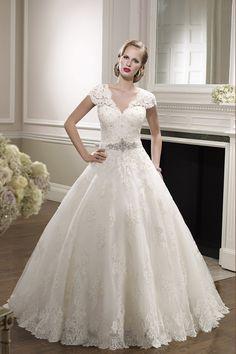 b4837088b308 Elegant Wedding Dress V Neck A Line With Beaded Applique Tulle Chapel Train  Abito Da Sposa