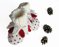 Baby booties white baby shoes hand knit baby booty handmade newborn shoes / size 0-3M - (The pearls aren't stiched on the knitting but knitted-in, so they cannot come off) - No pattern - just idea.