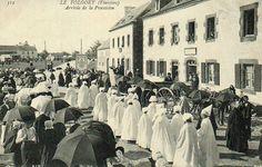LE FOLGOET (Finistère) Arrivée de la procession