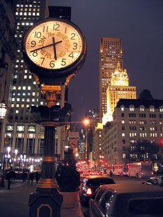Sherry Netherland Clock a New York, NY