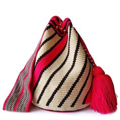 Cosquilla Wayuu Mochila Bag Tapestry Crochet Patterns, Crotchet Patterns, Crochet Round, Filet Crochet, Tapestry Bag, Handmade Bags, Beautiful Bags, Backpack Bags, African Fashion