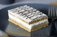 A mille-feuille, otherwise known as a custard slice or Napoleon, is a traditional French pastry. We& simplified the classic dessert recipe using vanilla pudding, graham wafers and whipped topping - our Graham Wafer Mille-Feuilles recipe is a must-try! Köstliche Desserts, Delicious Desserts, Dessert Recipes, Instant Pudding, Napoleon Dessert, Biscuits Graham, Chocolate Spoons, Different Cakes, Classic Desserts