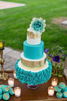 Teal and Gold Wedding Cake by Crumbs Cake Boutique Turquoise Cake, Teal Cake, Turquoise Party, Blue Cakes, Gold Cake, Teal Cupcakes, White And Gold Wedding Cake, Elegant Wedding Cakes, Wedding Cake Designs