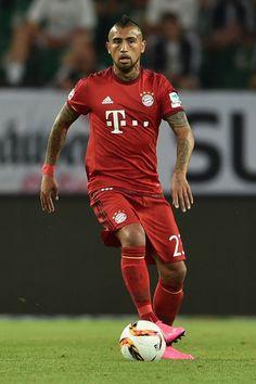 Estrenando vestuario elArturo Vidal, a favor del Bayern Munich. El nuevo Ferrari se lo entregan la semana que llega.