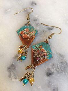 Un Grand Marché   Femmes flamboyantes en Automne · Boucles d oreilles  bohèmes et poétiques, cuivre émaillé (émaux) turquoise, ambre c451371a85a