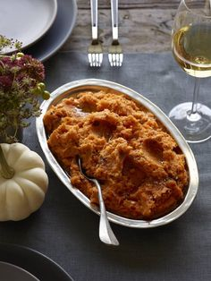 A complete guide to Christmas side dishes - What's Gaby Cooking Thanksgiving Side Dishes, Thanksgiving Recipes, Fall Recipes, Thanksgiving Feast, Christmas Recipes, Holiday Recipes, Best Cauliflower Recipe, Parmesan Roasted Cauliflower, Roasted Veg Salad
