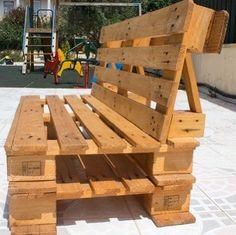 Outdoor Pallet Projects Easy diy outdoor pallet bench for home Pallet Chair, Wooden Pallet Furniture, Pallet Patio, Diy Outdoor Furniture, Recycled Furniture, Furniture Projects, Diy Projects, Recycled Pallets, Wood Pallets
