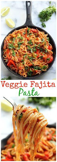 Veggie Fajita Pasta You've gotta try this AMAZING One-Pan Veggie Fajita Pasta! It's loaded with flavor and healthy too!You've gotta try this AMAZING One-Pan Veggie Fajita Pasta! It's loaded with flavor and healthy too! Veggie Recipes, Mexican Food Recipes, Cooking Recipes, Healthy Recipes, Meatless Pasta Recipes, Tasty Vegetarian, I Love Food, Pasta Dishes, Vegan Pasta