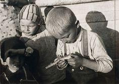 Jan Lauschmann (1901 - 1991) CHILDREN FROM THE SUBURBS, 30. - 40. léta Fine Art Photo, Photo Art, Children, Photos, Collection, Photography, Young Children, Boys, Child