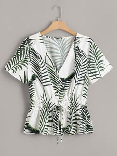 To find out about the Plus Tropical Print Knot Shirred Waist Blouse at SHEIN, part of our latest Plus Size Blouses ready to shop online today! Plus Size Blouses, Plus Size Tops, Plus Size Dresses, Plus Size Outfits, Pop Fashion, Cute Fashion, Fashion News, Iranian Women Fashion, Fashion Design Sketches
