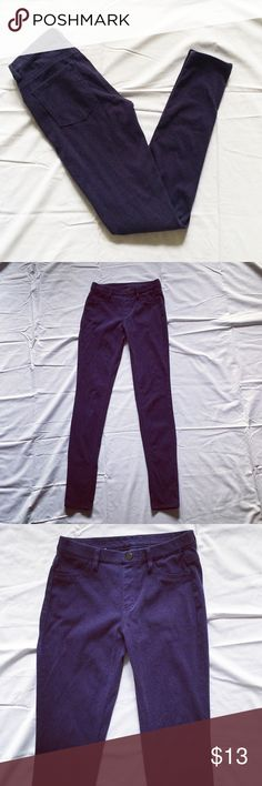 Navy Blue Jeggings Dark navy blue jeggings from UNIQLO. Size XS. Stretchy and comfy. Gently worn but in perfect condition Uniqlo Pants Straight Leg
