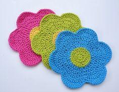 Free Crochet Pattern: Flower Power Dishcloth