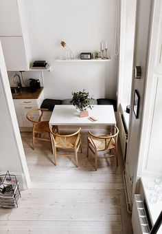 Fantastisch Whether You Have An Open Plan Kitchen With A Small Adjoining Dining Area Or  A Tiny Dedicated Room Weu0027ve Got Ideas For Furniture, Wallpaper And Paint  Colours ...