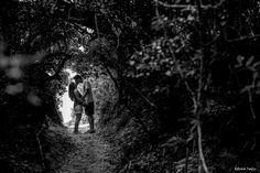 Hoje é dia de beijar muito! (parte 2) - Manana e Bruno na trilha pra praia #bruno #casamento #ensaio #florianopolis #floripa #lagoa #manana #mariana #morro #da #nascer #do #sol #negri #pre-casamento #pre-wedding #rodrigues