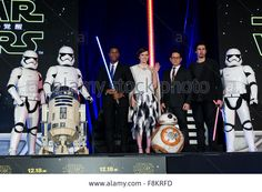 Tokyo, Japan. 10th December, 2015. John #Boyega, Daisy #Ridley, #JJAbrams and Adam Driver pose with Imperial Stormtroopers, R2-D2 and BB-8 droids during promotion for #StarWars The Force Awakens in Tokyo © Aflo/Alamy