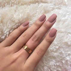 Many girls who have short nails, think that it is difficult to have a nice manicure design. But this is so wrong, if you choose the right nail polish color and design, you can have nice and stylish nail art design, even if your nails are too short. Matte Pink Nails, Rose Gold Nails, Cute Acrylic Nails, Acrylic Nail Designs, Matte Nail Colors, Gold Manicure, Matte Nail Polish, Dusty Pink Nails, Neutral Nails