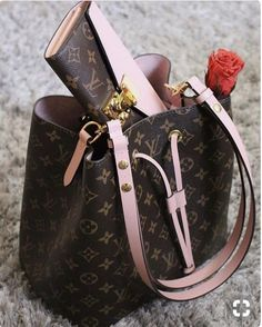 Louis Vuitton: il classico monogram e come abbinarlo – no time for style Bot crazy over the pink but if it was red I'd love it! Buy Women fashion wallets and Latest Hand Bags USA at fashion Cornerstone. New Collection For Louis Vuitton Handbags, LV Bags Luxury Bags, Luxury Handbags, Fashion Handbags, Fashion Bags, Designer Handbags, Trendy Fashion, Trendy Style, Fashion Trends, Cheap Designer Purses
