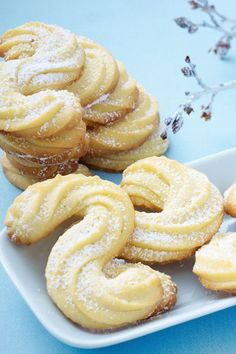 Buttery, tender and crumbly: baking shortbread cookies is a fine thing! The classic . - Buttery, tender and crumbly: baking shortbread cookies is a fine thing! The classic is reminiscent - Dessert Simple, Baking Recipes, Cookie Recipes, Dessert Recipes, Dessert Nouvel An, Short Bread, Keto Donuts, Shortbread Biscuits, Cooking Cookies