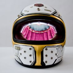 Moto-Mucci: ART&DESIGN: CFH's Maxwell Paternoster Paints a Ruby Helmet in a Coffee Shop