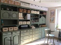 Bonanza szekrények átfestése krétafestékkel - Otthon, édes otthon Painted Furniture, Diy Furniture, Buffet, Modern Country Style, Shabby Home, House Painting, Sweet Home, Kitchen Cabinets, Shelves