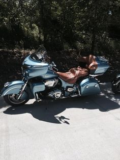 2016 Indian Roadmaster Springfield Blue' Indian Road, Red Indian, Indian Motorcycles, Cars And Motorcycles, Scooter Design, Motorcycle Companies, Lowrider Bike, Low Rider, Baggers