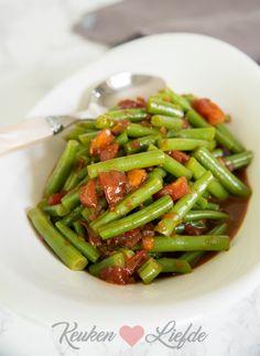 Toemis boontjes (in bouillon gestoofde sperziebonen) - Keuken♥Liefde Asian Recipes, Healthy Recipes, Healthy Slow Cooker, Indonesian Food, Chinese Food, Stir Fry, Soul Food, Green Beans, Fries