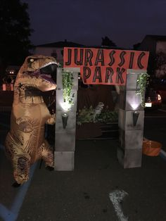 Our Jurassic Park Theme Trunk Or Treat Jeep Jeeplife Trunkortreat Jeep Life Pinterest