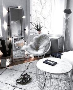 Furniture - living room: wire chair with something else under loft bed between cry .- Möbel – Wohnzimmer: Drahtstuhl mit etwas anderem unter Hochbett zwischen Schrei… Furniture – living room: wire chair with something else under … - Living Room Chairs, Living Room Furniture, Living Room Decor, Grey Room Decor, Furniture Plans, Kids Furniture, Modern Furniture, Cosy Living Rooms, Cosy Bedroom Decor