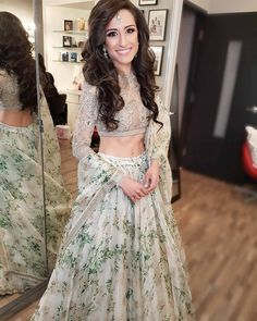 長蓁 吳 ・・・ Full look of Koyelle…perfect engagement outfit by… - Christmas-Desserts Indian Bridal Outfits, Pakistani Wedding Dresses, Indian Designer Outfits, Indian Dresses, Indian Clothes, Indian Bridal Hair, Indian Engagement Outfit, Engagement Dresses, Engagement Hairstyles