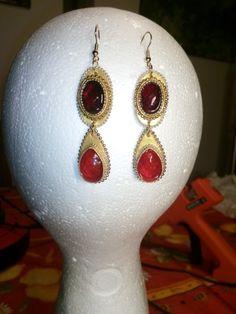 Boucles d'oreilles en papier et cabochon rouge