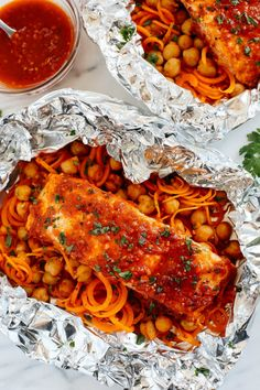 Moroccan Salmon Foil Packets with Carrot Noodles & Chickpeas - Eat Yourself Skinny Carrot Recipes, Salmon Recipes, Fish Recipes, Seafood Recipes, Cooking Recipes, Healthy Food Blogs, Good Healthy Snacks, Healthy Eating, Healthy Recipes