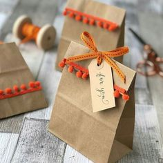Halloween party bags made easy - Jane Means Goody Bags, Goodie Bags For Kids, Party Favor Bags, Diy Party Bags, Creative Gift Wrapping, Creative Gifts, Gift Wrapping Ideas For Christmas Ribbon, Birthday Gift Wrapping, Wrapping Gifts