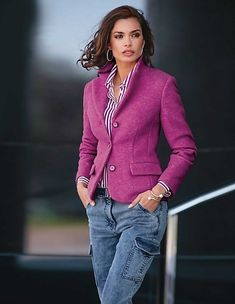 Moderately fluffy blazer in a vibrant, on-trend colour. Madeleine Fashion, Best Blazer, Denim Fashion, Womens Fashion, Mode Jeans, Plus Size Kleidung, Instyle Magazine, Tapered Jeans, Plus Size T Shirts