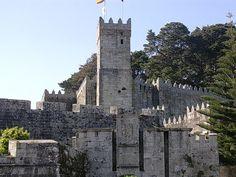 CASTLES OF SPAIN - Castillo de Monterreal, Bayona, Pontevedra. Fortaleza del siglo XII, romanos, visigodos y musulmanes dejaron su huella en el lugar, la apariencia actual del castillo procede de la reconstrucción efectuada en el S.XVI. En 1331 la fortaleza fue atacada por la flota portuguesa del almirante Peñaza, fijando Fernando I de Portugal su residencia en el castillo. Soportó también los ataques piratas de Francis Drake, y vio la llegada el 1 de marzo de 1493 de la carabela La Pinta.