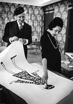 Diana Vreeland looks at a drawing with Cecil Beaton in 1965. © James Karales.