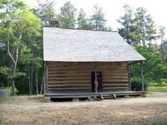 The Battle of the Alamance site in North Carolina, including Hermon Husband's brother-in-law's cabin Outlander Season 4, Outlander Book, Outlander Locations, Jaime Fraser, Diana Gabaldon Outlander Series, The Fiery Cross, Drums Of Autumn, Historical Fiction, North Carolina