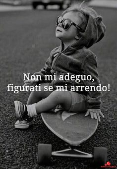 Frai sulla vita belle motivazionali per Whatsapp - BelleImmagini.it Favorite Quotes, Best Quotes, Love Quotes, Kind Words, True Words, Positive Vibes, Positive Quotes, Writing Characters, Always Smile