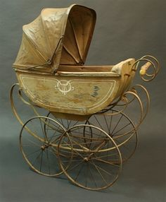 retro pram - looks creepy to me, as it came out from an horror movie or something...