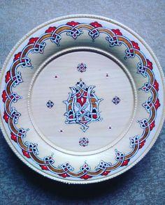 Роспись по дереву в древне-русском стиле Татьяны Остапенко Plates, Tableware, Licence Plates, Dishes, Dinnerware, Griddles, Tablewares, Dish, Place Settings