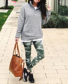 olive green (printed) leggings, grey sweatshirt, b&w sneakers, brown bag Casual Fall Outfits, Fall Winter Outfits, Autumn Winter Fashion, Cute Outfits, Sporty Outfits, Winter Style, Camo Leggings Outfit, Camo Pants, Weekend Wear