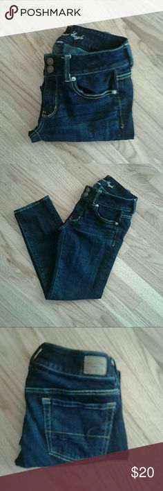 "💥1/2 OFF💥 American Eagle jeans stretch capri These are a darker wash with 1% spandex for stretch. 25 "" inseam. 2 "" rise. 13 "" leg opening.  In great condition. 2 button fly American Eagle Outfitters Jeans"