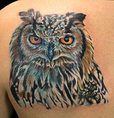 Howl color realistic tattoo by Kaifa Gufo a colori tatuaggio di kaifa
