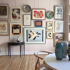Inspirerar mig just nu: Vintage utställningsaffischer! Scandinavian Interior Design, Nordic Design, Gallery Wall Frames, Gallery Walls, Word Art Design, Framed Wall Art, Decoration, Rum, Living Spaces