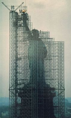 Photographie National Geographic, National Geographic Photography, Wonderland, Scaffolding, Through The Looking Glass, Dieselpunk, Statue Of Liberty, New York City, Skyscraper