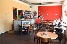 Arjuna - Payergasse 12/Yppenmarkt, | Tel. 0043 1 92 33 955 | Mo-Fr 11:00-23:00, Sa 10:00-23:00. Indisch vegetarisches Restaurant. Vieles vegan und veganisierbar. Schanigarten.