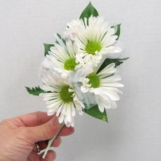 How to Make a Corsage with Fresh Daisies